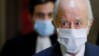 Édouard Balladur wears a mask during a hearing in January 2021