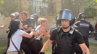 Бійка на Банковій: радикали прийшли на рейв ЛГБТ