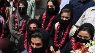 Women footballers arrive in Pakistan