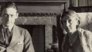 Virginia Woolf pictured with TS Eliot