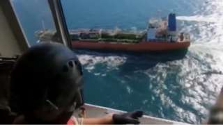 한국 선박이 나포되는 장면. 이란 국영 방송 IRIB 영상 캡처
