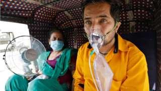 patient on oxygen in rickshaw