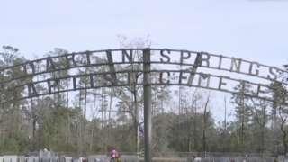 오클린 스프링스 공동 묘지는 인종 차별이 법으로 규정돼 있었던 시기에 세워졌다