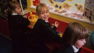 Tri devojčice u vrtiću