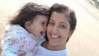 کرینا اپنی بیٹی کے ساتھ