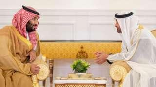 Saudi Crown Prince Mohammed bin Salman (L) speaks to Abu Dhabi Crown Prince Mohammed bin Zayed in Abu Dhabi on 22 November 2018