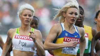 """Snapshot from the 2009 World Championships 800m showing Madeleine Pape on the left and Caster Semenya """"sandwiched"""" between two runners."""