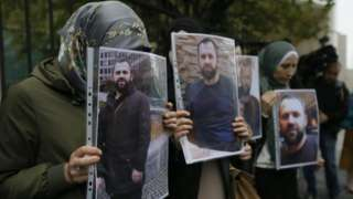 Protesters hold photos of murdered Chechen outside German embassy in Tbilisi