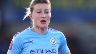 Ellen White in action for Manchester City earlier this season
