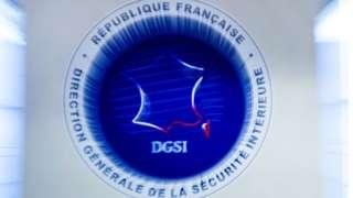 Эмблема французской службы внутренней безопасности в ее штаб-квартиру в Леваллуа-Перре
