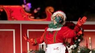 Performer at WonderLand in Woodland Hills, California