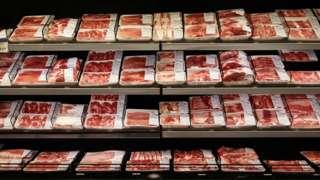 Embalagens de carne bovina em supermercado