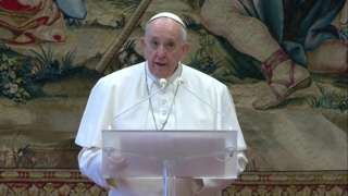 Pope delivers Urbi et Orbi address (25/12/20)