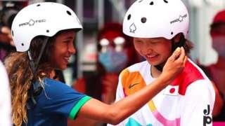 Rayssa Leal parabenizou sua colega de 13 anos, Momiji Nishiya, por ganhar o ouro