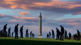 200 silhouetted soldiers at Blenheim Palace