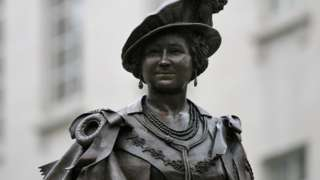 Mall statue of the Queen Mother