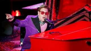 Elton john yagirije Ekleziya Katolika ko ari abiyorobetsi