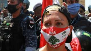 Lebanese woman wearing a facemask during a protest in Beirut (12/08/21)