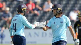 Aron Nijjar (32) and Shane Snater (21)were the Essex matchwinners as they snatched victory over Gloucestershire at Bristol