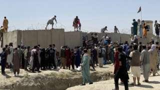 阿富汗首都喀布尔国际机场外