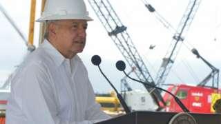 AMLO visitó este sábado un complejo petroquímico en Veracruz.