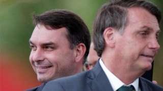 O senador Flávio Bolsonaro com o pai, Jair Bolsonaro