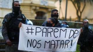 Protesto contra policiais no Rio de Janeiro