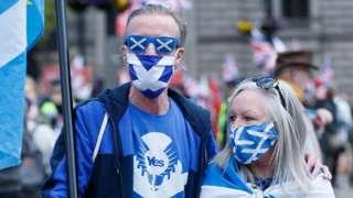 Сторонники отделения Шотландии на митинге перед самыми выборами шотландского парламента