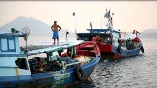 Nelayan Tanjung Balai Karimun sering dikejar, diusir bahkan ada yang ditabrak oleh kapal ikan asing saat mencari ikan di Laut Natuna Utara.