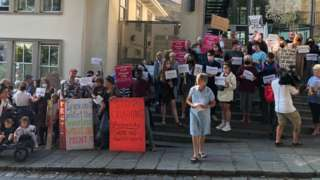 Protest outside the Royal Court building