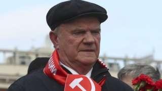 Ảnh chụp ngày 22/4: Ông Gennady Zyuganov đã đến trước Lăng Lenin để đặt vòng hoa