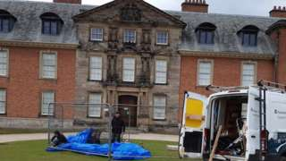 Removal of statue from Dunham Massey
