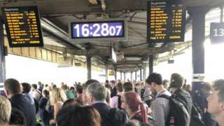 A crowded platform at Manchester Piccadilly