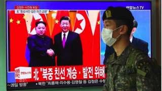 김정은 북한 국무위원장의 방중 소식을 전하는 텔레비전 뉴스 화면