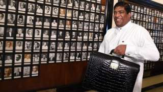 Sri Lankan Finance Minister Ravi Karunanayake arrives at parliament to present a supplementary budget to parliament, marking the second economic policy statement of the new government which came to power earlier in the month, in Colombo on November 10, 2016.