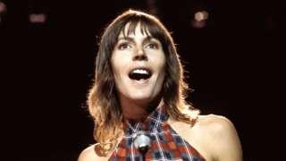 Helen Reddy on stage in London in 1975
