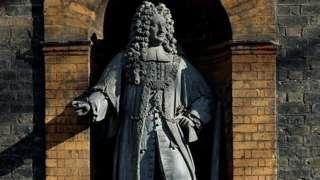 Statue of Sir Robert Geffrye on museum
