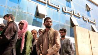 Afghans gather outside a closed bank in Kabul, Afghanistan, on 25 August 2021