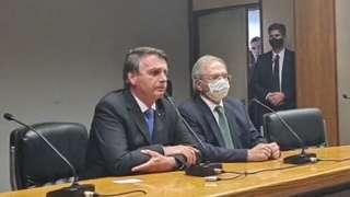 Bolsonaro e Paulo Guedes em pronunciamento nesta sexta