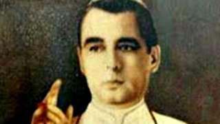 Antonio José Hurtado salía durante las celebraciones de Navidad a dar bendiciones vestido con la sotana blanca que identifica al sumo pontífice romano.