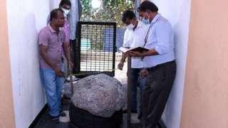 या नीलमचं वजन आहे 510 किलो. या मौल्यवान नीलमला - सेरेंडिपिटी सफायर असं नाव देण्यात आलंय.