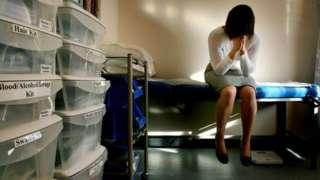 Tecavüz ve cinsel saldırı ile ilgili kurallar sekiz yıldır ilk kez güncelleniyor
