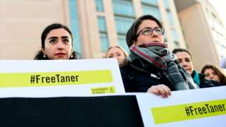 Demonstrators call for the release of Taner Kilic in 2018