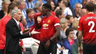 Jose Mourinho instructs Man Utd players