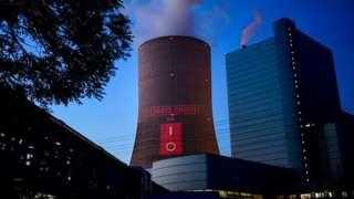 """""""Климатический кризис"""": проекция протеста на новой угольной станции в Даттельне"""