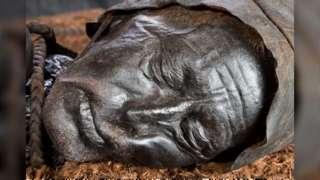 ใบหน้าที่ดูสงบเยือกเย็นของทอลลุนด์แมน ยังคงสภาพเดิมไว้ได้เป็นอย่างดี แม้กาลเวลาจะผ่านไปกว่า 2,400 ปีแล้ว
