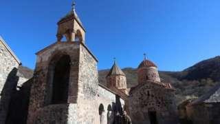 Армянский монастырь IX в. Дадиванк накануне передачи Кельбаджарского района под контроль Баку