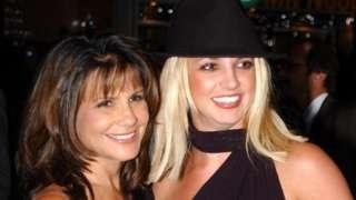 Britney Spears e sua mãe, Lynne, em 2002