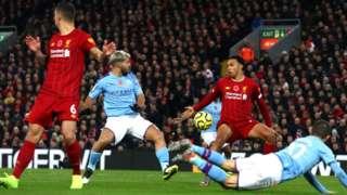Awọn agbabọọlu Liverpool ati Manchester City