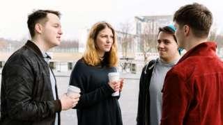 Jovens conversando